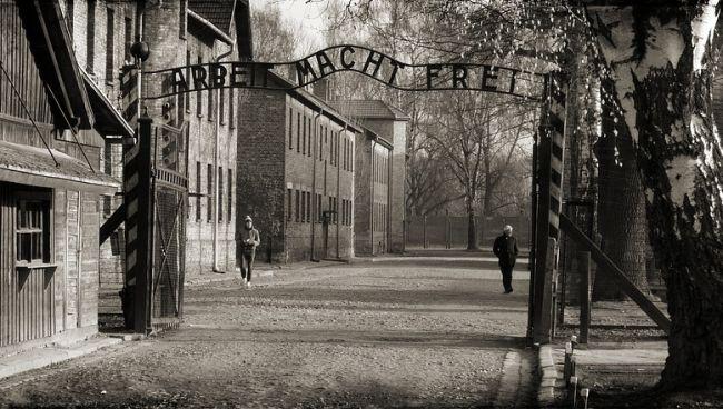 Немецкий нацистский лагерь Аушвиц-Биркенау, где гибли евреи со всей Европы.