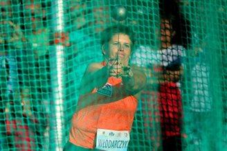 Włodarczyk sets hammer-throw record