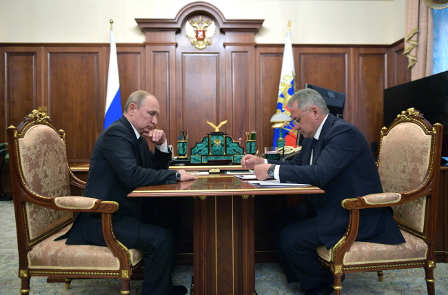 Путин на встрече с министром обороны РФ Шойгу