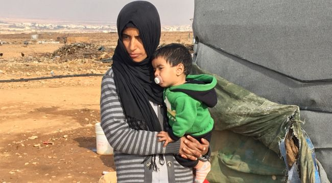 Сирийские беженцы в лагере для беженцев в местности Аль-Каа.