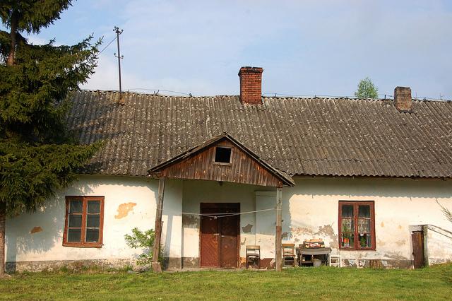 A house in the Swiętokrzyskie region. Photo: Flickr.com/Krzysztof Belczyński