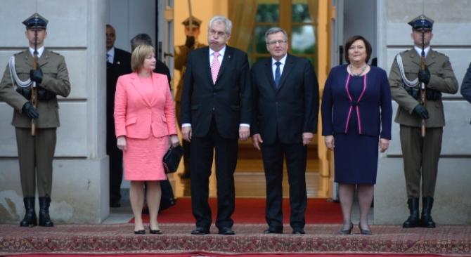 Miloš Zeman wraz z małżonką Ivaną i Bronisław Komorowski wraz Pierwszą Damą Anną Komorowską