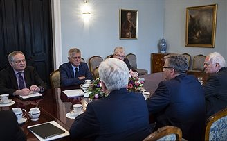 Komorowski meets Central Banker on Swiss franc issue