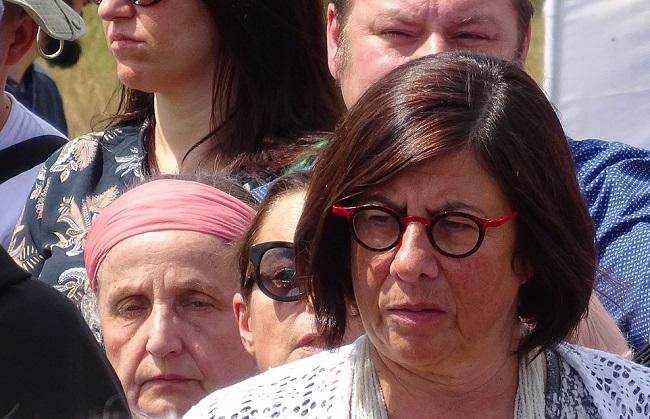 Анна Азари (справа)