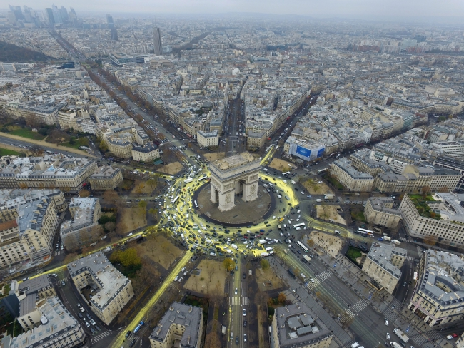 An aerial view of a Greenpeace protest at the Place de L'Etoile during the COP21 World Climate Change Conference 2015, in Paris, France, 11 December 2015. Photo: PAP/EPA/GREENPEACE.