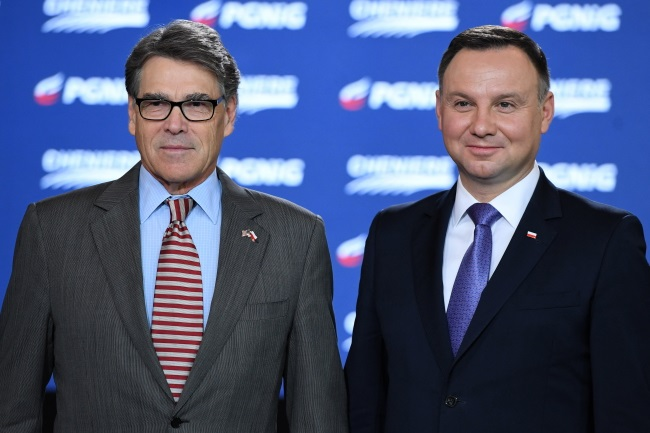 Polish President Andrzej Duda (right) and US Energy Secretary Rick Perry (left) in Warsaw on Thursday. Photo: PAP/Radek Pietruszka