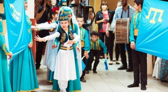 Obchody święta flagi Tatarów Krymskich. Zdjęcie ilustracyjne
