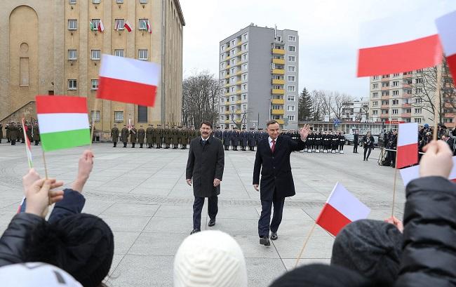 Президенты Венгрии и Польши встречаются с жителями города Кельце