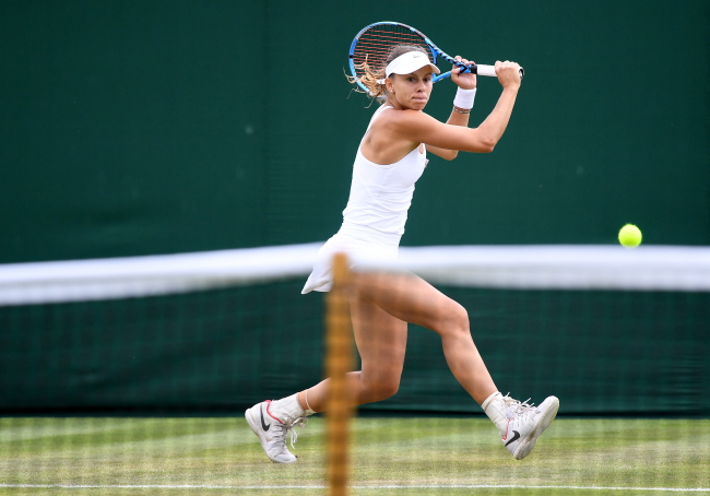 Magda Linette in action against Anna Kalinskaya