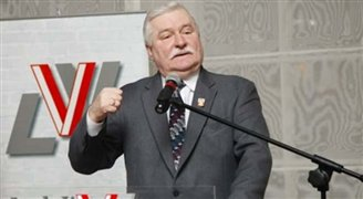 Walesa wants back into Solidarity fold