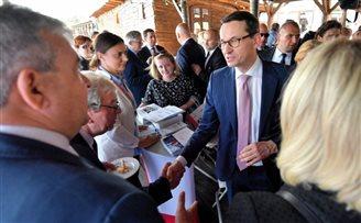 Премьер: Кабмин будет поддерживать и продвигать польских предпринимателей