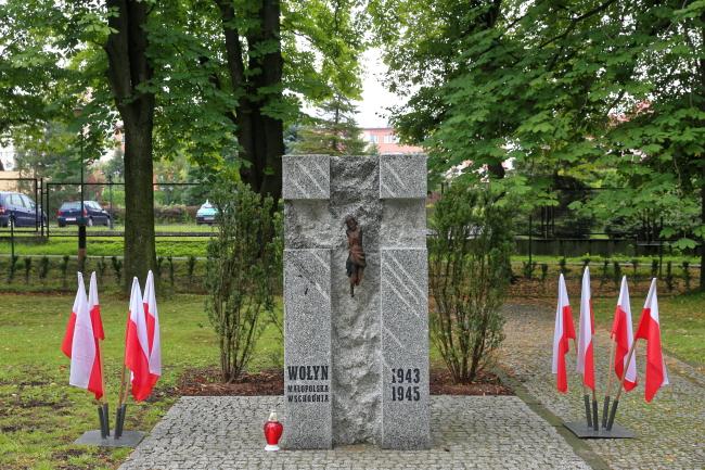 Пам'ятник полякам, вбитим українськими націоналістами на Волині, а також українцям, які рятували поляків, ризикуючи власним життям у Бєльсько-Бялій