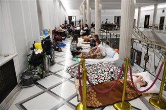 Бацькі асоб з інваліднасьцю пратэстуюць у польскім Сэйме