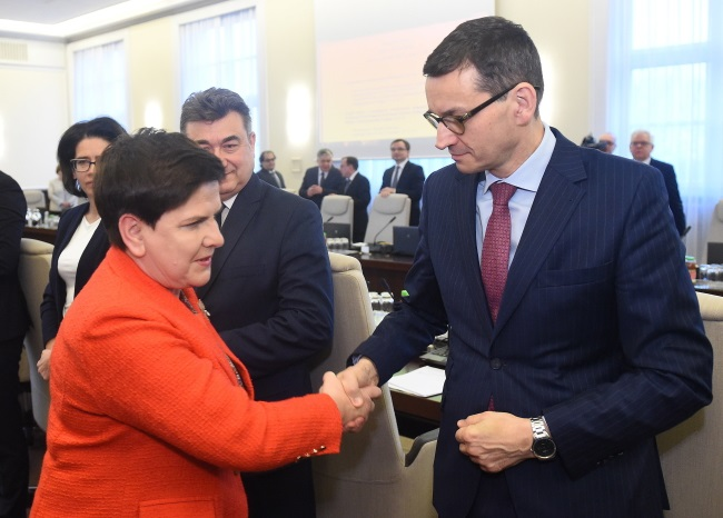 Mateusz Morawiecki (right) pictured with Beata Szydło during a Cabinet meeting on Tuesday, December 5. Photo: PAP/Radek Pietruszka