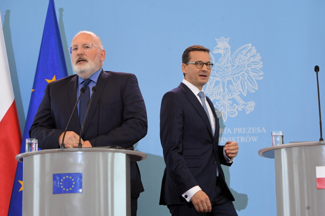 Frans Timmermans and Mateusz Morawiecki. Photo: PAP/Radek Pietruszka.