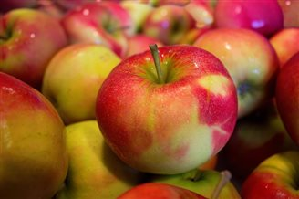 Swedish chain stops selling Polish apples due to 'high pesticide levels'