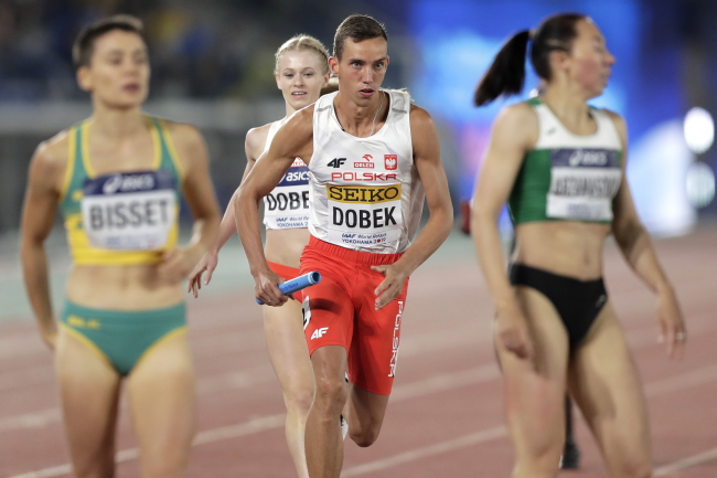 Anna Dobek (2nd L) and Patryk Dobek (2nd R) of Poland compete in the Mixed 2x2x400m Relay at the IAAF World Relays 2019 in Yokohama, south of Tokyo, Japan, 11 May 2019. Photo: EPA/KIYOSHI OTA