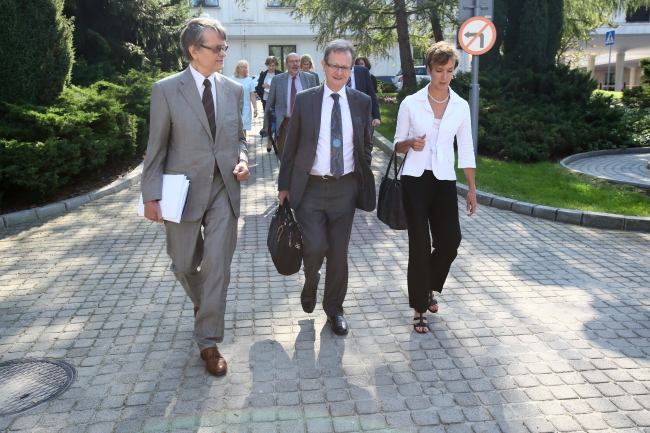 The three delegates of the Venice Commission in Warsaw on Monday. Photo: PAP/Leszek Szymański