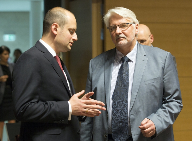 Georgian Minister of Foreign Affairs Mikheil Janelidze and Polish Foreign Minister Witold Waszczykowski. Photo: EPA/Olivier Hoslet.