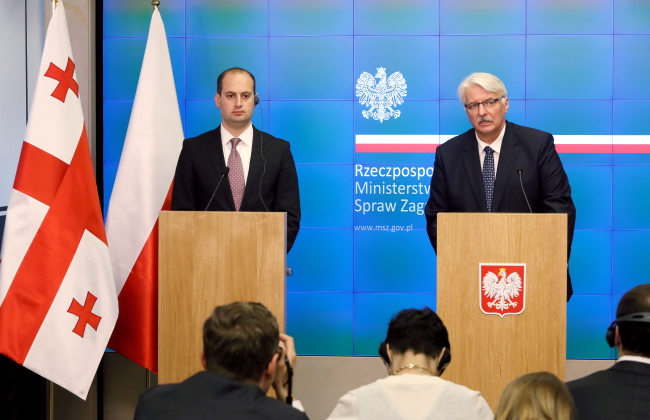 Polish Foreign Minister Witold Waszczykowski (R) and his Georgian counterpart, Mikheil Janelidze (L) have met in Warsaw. Photo: PAP/Tomasz Gzell