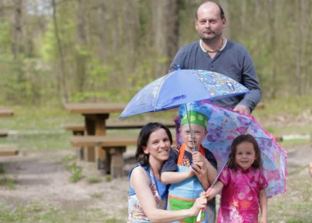 Magdalena Drahusz i Dariusz Stępień z dziećmi