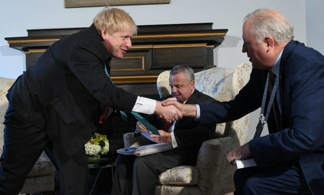 Слево направо: глава МИД Великобритании Борис Джонсон, и.о. госсекретаря США Джон Салливан, замгоссекретаря США Томас Шеннон