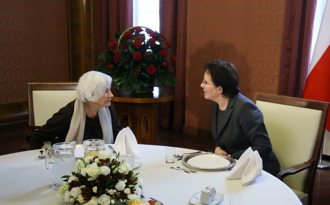 Danuta Szaflarska (L) and Prime Minister Ewa Kopacz (R). Photo: PAP/Paweł Supernak