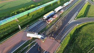 «Солодка блокада»: У Польщі рідкий шоколад заблокував рух автострадою