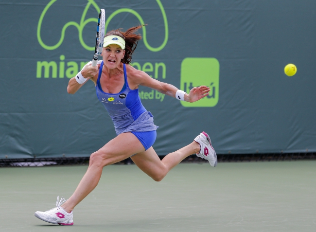 Agnieszka Radwanska of Poland in action against Alize Cornet of France during a match at the Miami Open tennis tournament on Key Biscayne, Miami, Florida, USA, 24 March 2016. EPA/ERIK S. LESSER