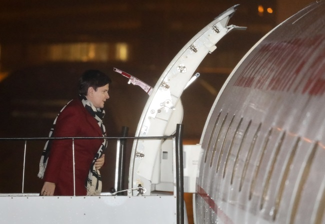 Polish PM Beata Szydło boards a plane bound for Paris at Warsaw's airport on Wednesday afternoon. Photo: PAP/Paweł Supernak
