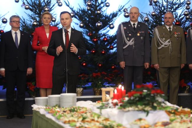 Святкова зустріч президента Анджея Дуди з солдатами
