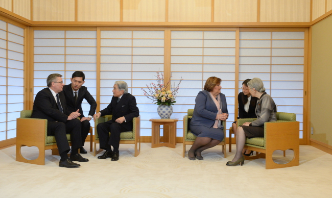 From left: President Bronisław Komorowski, translator, Emperor Akihito of Japan, First Lady Anna Komorowska, translator, Empress Michiko of Japan. Photo: PAP/Jacek Turczyk
