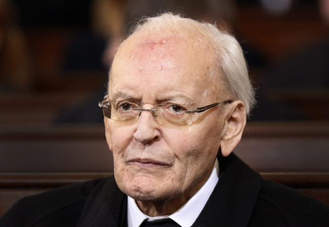 An image dated 23 November 2015 showing former German President Roman Herzog during the funeral of late German chancellor Helmut Schmidt in Hamburg, Germany. Photo: EPA/STRINGER