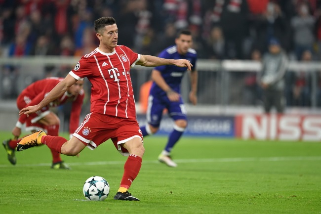 Lewandowski slots home the penalty to put Bayern 1-0 up against Anderlecht in Munich on Tuesday. Photo: PAP/DPA/Andreas Gebert