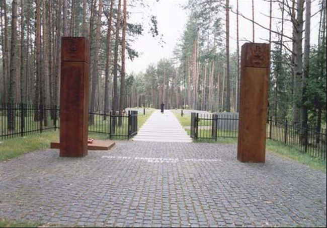 Вход на польское военное кладбище в Катыни.