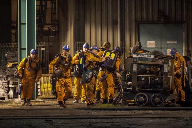Спасатели у шахты в Карвине (Чехия)