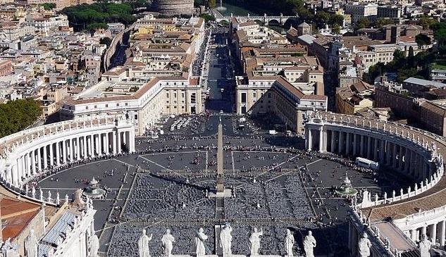 Вид площади Святого Петра с купола собора