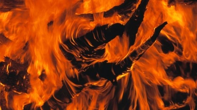 """""""Watra"""" steht für """"Feuer"""". Und zu Beginn der Feierlichkeiten wird traditionell ein Lagerfeuer angezündet. Photo: Glowimages"""