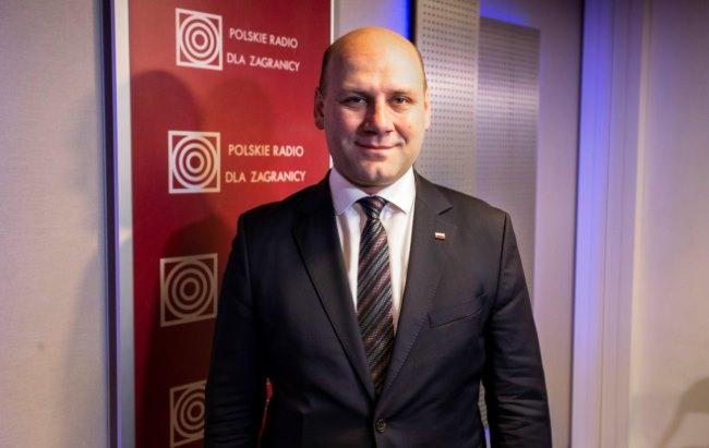 Szymon Szynkowski vel Sęk, sekretarz stanu w MSZ w studiu Polskiego Radia dla Zagranicy.  Foto: Łukasz Kowalski/Polskie Radio