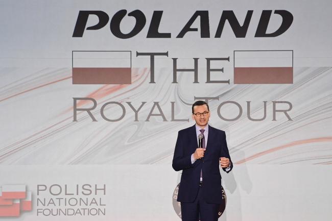 """Премьер Польши Матеуш Моравецкий на премьере фильма  """"Poland: The Royal Tour"""" в Величке."""