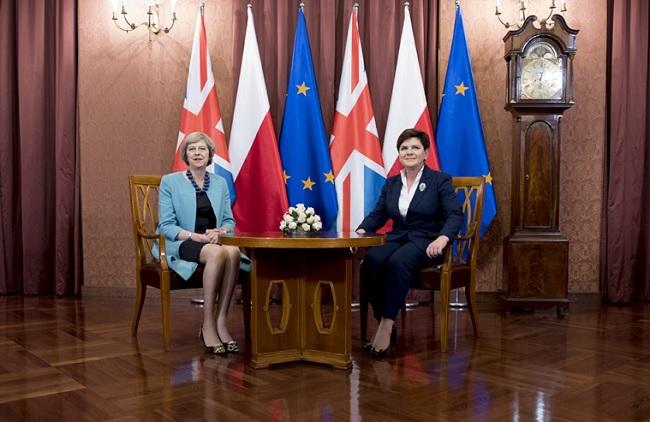 Theresa May (l.) und Beata Szydło