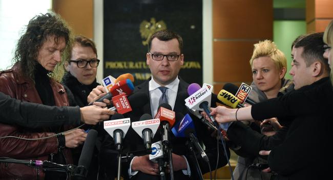Przemysław Nowak, spokesman for the Warsaw Prosecutors' Office, with journalists on Wednesday. Photo: PAP/Radek Pietruszka