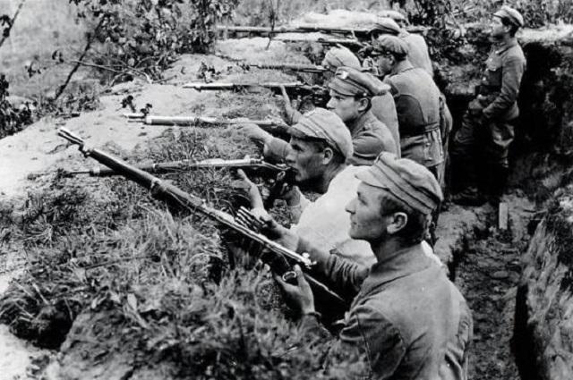 Жаўнеры Польскіх легіёнаў у акопах пад Касьцюхноўкай, ліпень 1916 году.