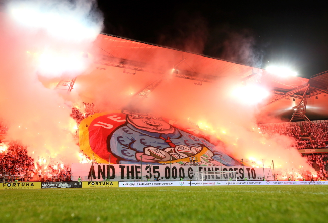 Legia Warsaw fans' banner during a Thursday night game against Sheriff Tiraspol. Photo: PAP/Leszek Szymański.
