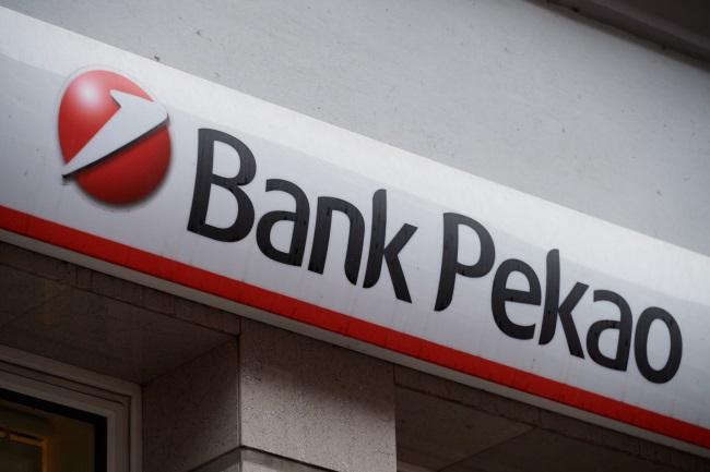 Italian bank sells €2.5bn stake in Polish lender to boost finances