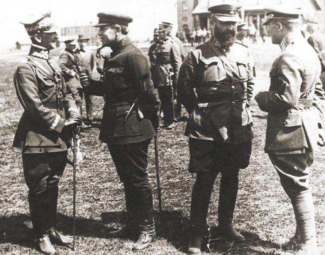 Зліва направо: генерал Антоні Лістовський, Головний отаман військ УНР Симон Петлюра, полковник Володимир Сальський, генерал Марко Безручко - київська операція польських та українських військ ( квітень 1920 року)
