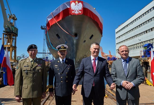 Defence Minister Tomasz Siemoniak (2R) christened the ship on Thursday. Photo: PAP/Adam Warżawa